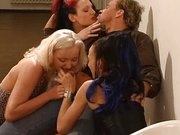 Heißer Gruppensex mit scharfen Frauen im Sexfilm